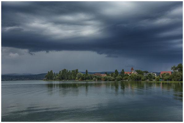 Gewitterwolken über der Kirche Peter und Paul 0664