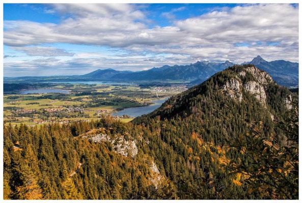 Blick von der Ruine Falkenstein auf den Hopfensee, Forggensee und Weißensee