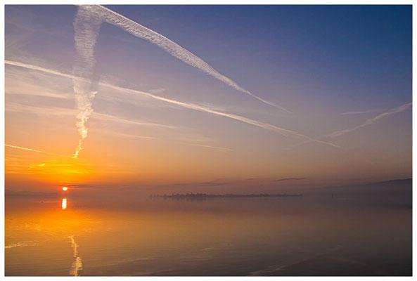 Sonnenaufgang an der Mettnauspitze mit Blick auf die Insel Reichenau 2860