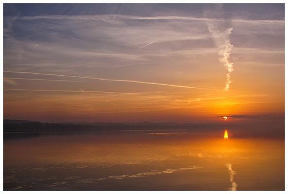 Sonnenaufgang an der Mettnauspitze mit Blick auf das Allensbacher Ufer 2872