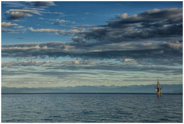 Dunkle Wolken und Alpensicht am Hörnle 0893