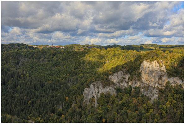 """Blick auf Irndorf und den Felsen """"Rauher Stein"""" 8226"""