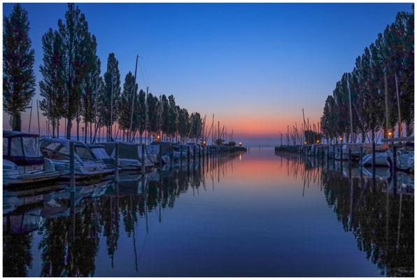 Jachthafen Moos in der Morgendämmerung 0450