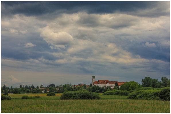 Riedlandschaft mit Blick auf Stiftskirche und Schlossklinik 3435