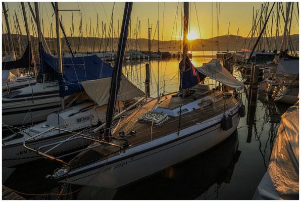 Boote im Jachthafen Bodman bei Sonnenaufgang 0158
