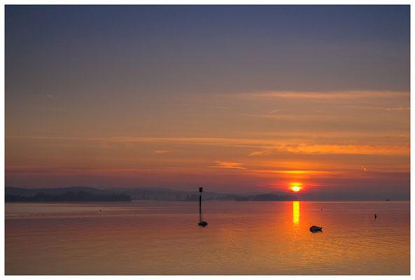 Sonnenaufgang im Jachthafen Iznang 3260