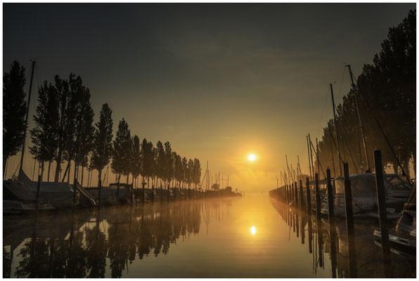 Morgenstimmung im Jachthafen von Moos 3546