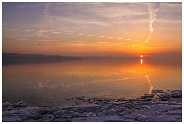 Sonnenaufgang an der Mettnauspitze mit Blick auf das Allensbacher Ufer 2854
