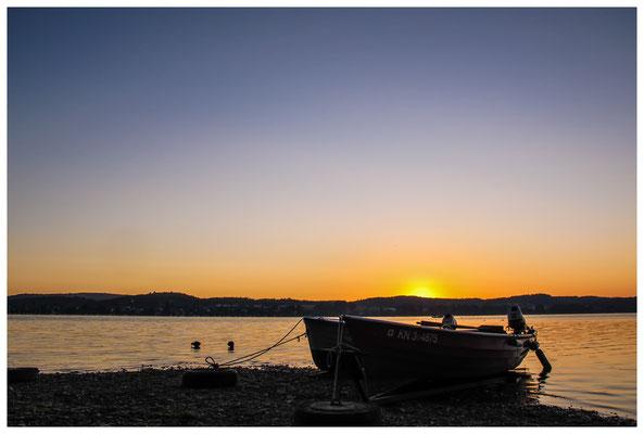 Fischerboote bei Sonnenaufgang 9448