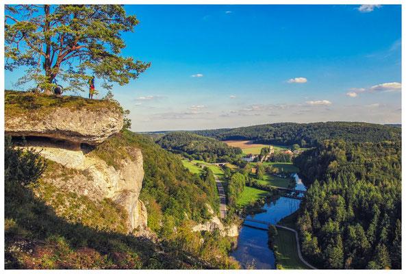 Teufelslochfelsen mit Blick auf die Donau und Burgruine Dietfurt 4273