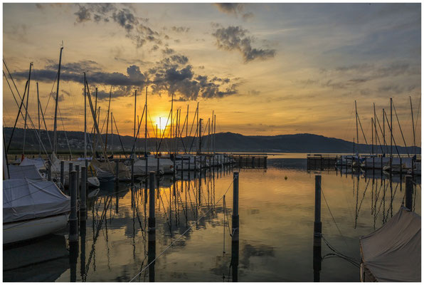 Sonnenaufgang im Jachthafen Bodman 2901