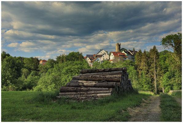 Tengen mit Bergfried und Weg in die Mühlbachschlucht 2821