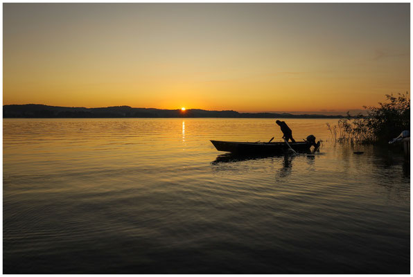 Fischer bei Sonnenaufgang auf der Insel Reichenau 0737