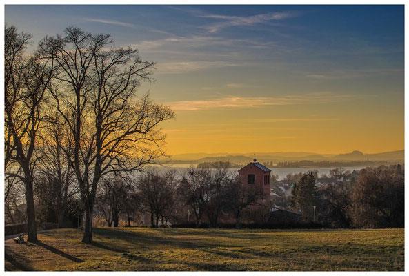 Blick über den Gnadensee in die Hegaulandschaft 2978