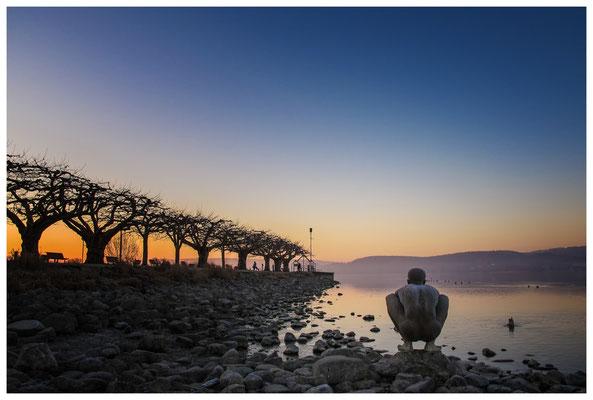"""Morgendämmerung an der Radolfzeller Mole - mit Kunstwerk """"El Nino"""" von Ubbo Enninga 2729"""