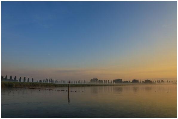 Morgendämmerung über dem Aachried und dem Zeller See 3527