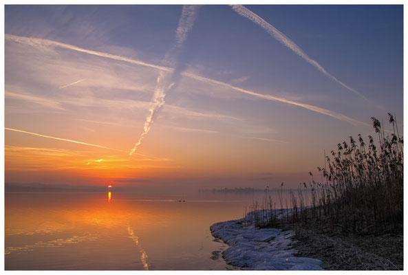 Sonnenaufgang an der Mettnauspitze mit Blick auf die Insel Reichenau und das Allensbacher Ufer 2837