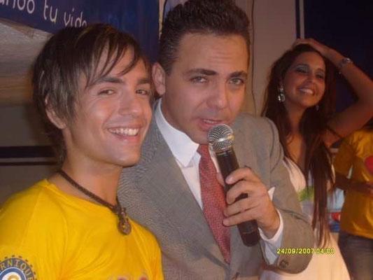 """Junto al cantante Cristian Castro, en la Telemaratón de """"ATB"""", en el año 2009"""