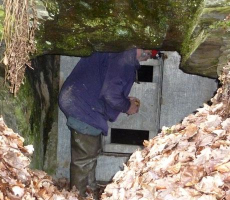 Verschlossener Stollen bei Geroldstein - Foto: H.-J. Freiling / NABU Untertaunus