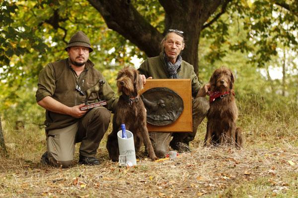 Suchensieg und der Wanderpokal für den Züchter der besten Hündin gehen nach Bayern