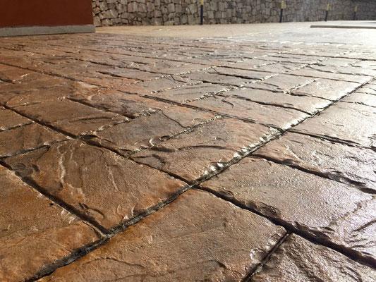 29 - Solarium / Basketweave brick