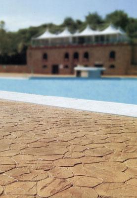 14 Bordo piscina / Opus incertum (pietra irregolare)