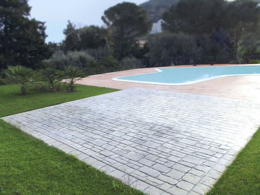 16 Solarium / Basole - Bordo piscina / Roccia naturale