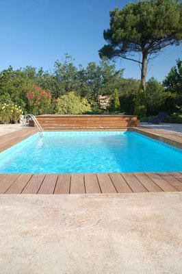 10 Bordo piscina / Roccia naturale
