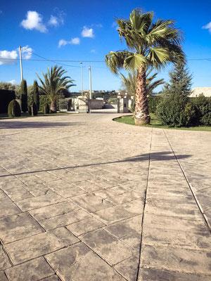 4 Piazzale con giardino / Ardesia bugnata
