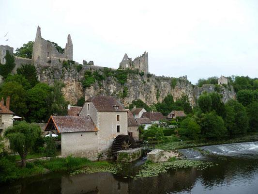 Les ruines du chateau sur son piton