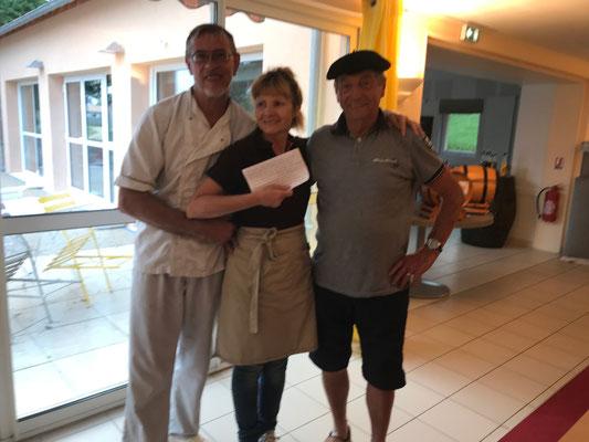 Trio de choc avec le cuisinier chef et notre serveuse Mado la niçoise