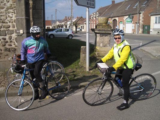 Eliane essaie son beau vélo