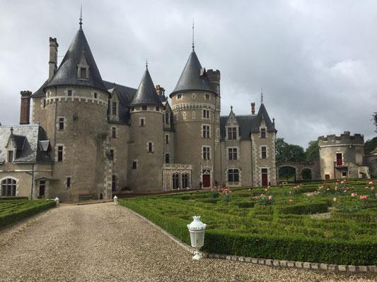 A la sortie d'Antigny, le chateau de Bois Morand