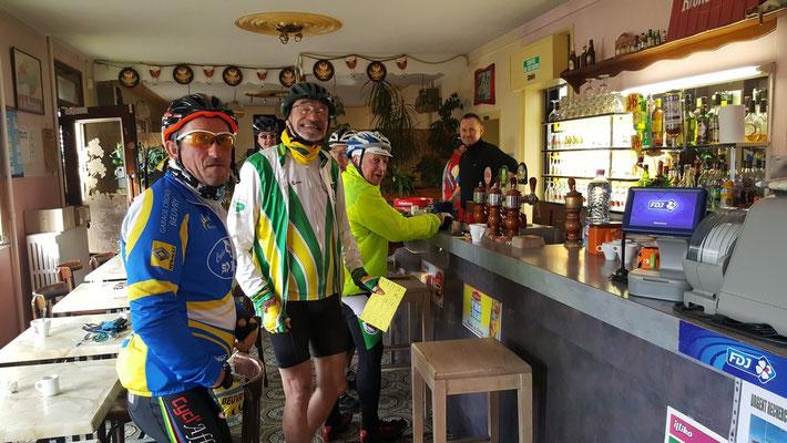 Un petit café au contrôle de Thérouanne km 39