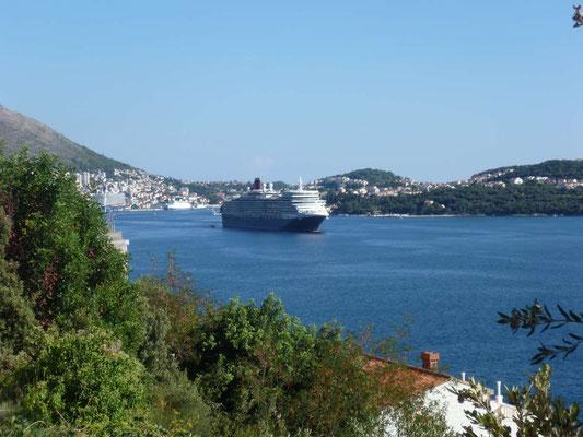 Le Queen Elisabeth quitte le port de Dubrovnik