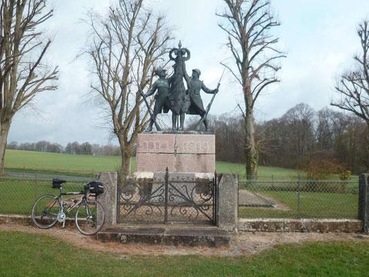 Monument d'Hurtebise près de la Caverne du Dragon