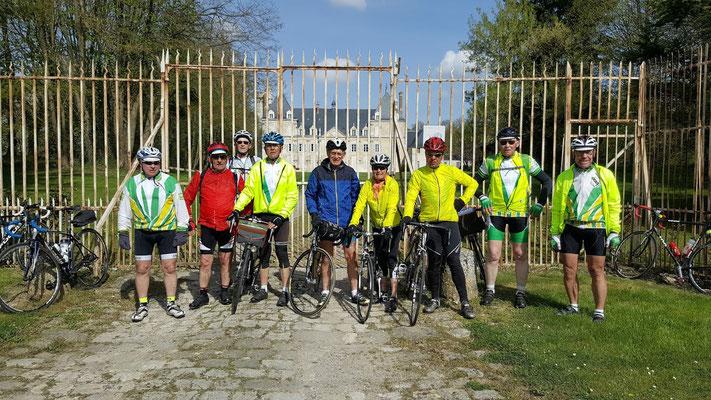 Devant le château de Tartigny