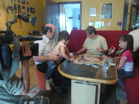 Irene Schwörer mit Familie bei den Dreharbeiten zur Blutspender Ehrung
