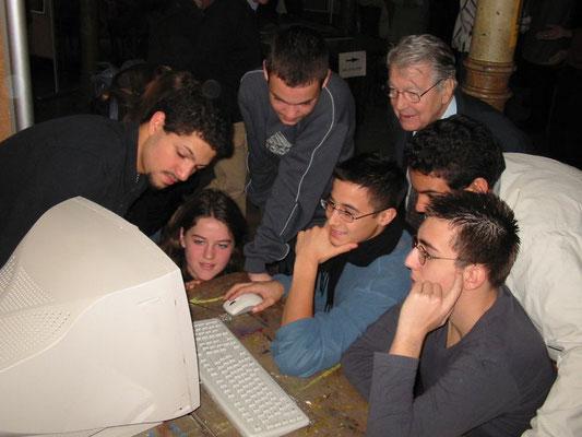 Jacques Faure avec de jeunes élèves du lycée Voltaire