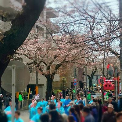 パレードも大賑わい