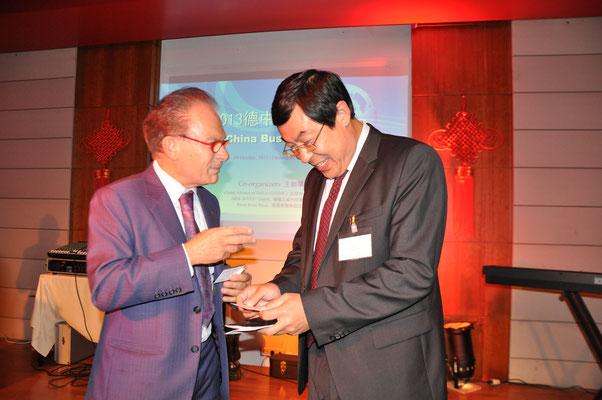 Wang Weidong (Konsul, Leiter der Wirtschafts- und Handelsabteilung d. chin. Generalkonsulates Frankfurt am Main)