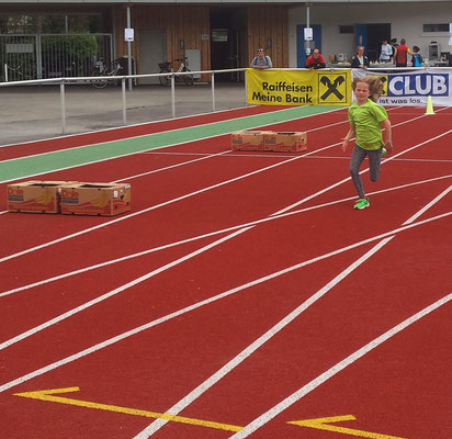 Sophie sprintet ins Ziel
