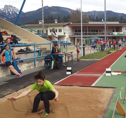 Kilian springt mit 3,94m auf den 1.Platz !