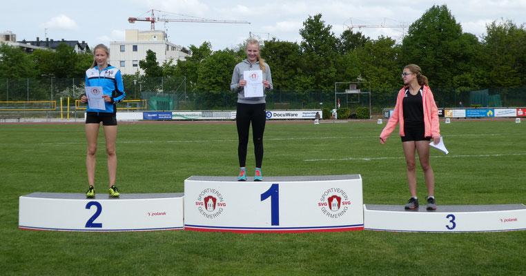 Weitsprung - Platz 1 für Carolin mit 4,60m