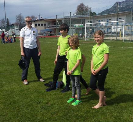 Kilian mit Sarah, Sophie und Fiona - Teamlauf