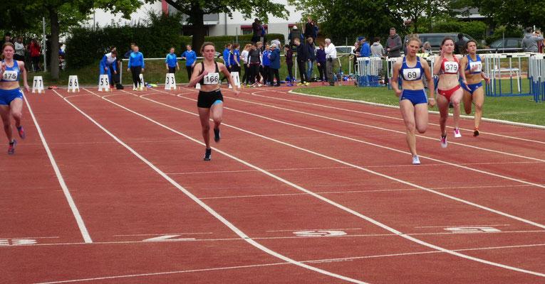 Magdalena läuft über 100m auf Platz 2 !