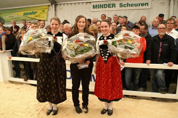 Die Ehrendamen mit der Ring-Assistentin Sandra Glauser