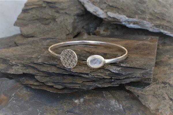 Armspange in Silber mit Blume des Lebens und Mondstein kombiniert