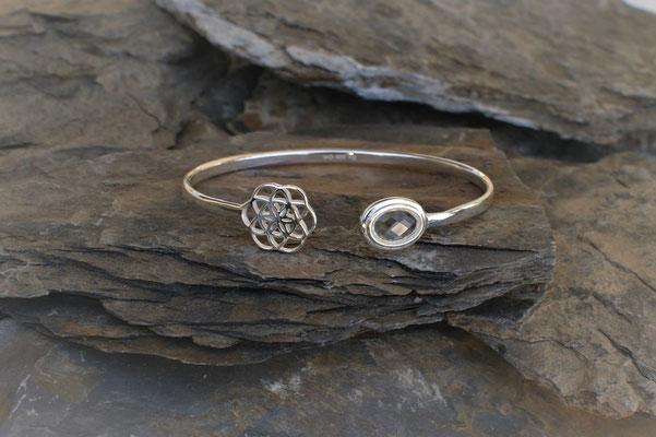 Armspange in Silber mit Lotusblume und Bergkristall kombiniert
