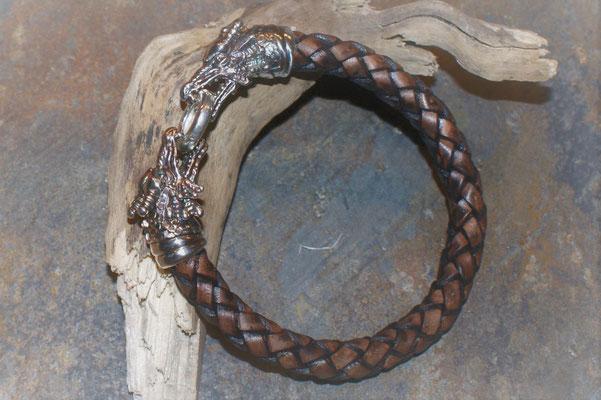 Drachenkopf in Silber geschwärzt mit Lederband in Braun